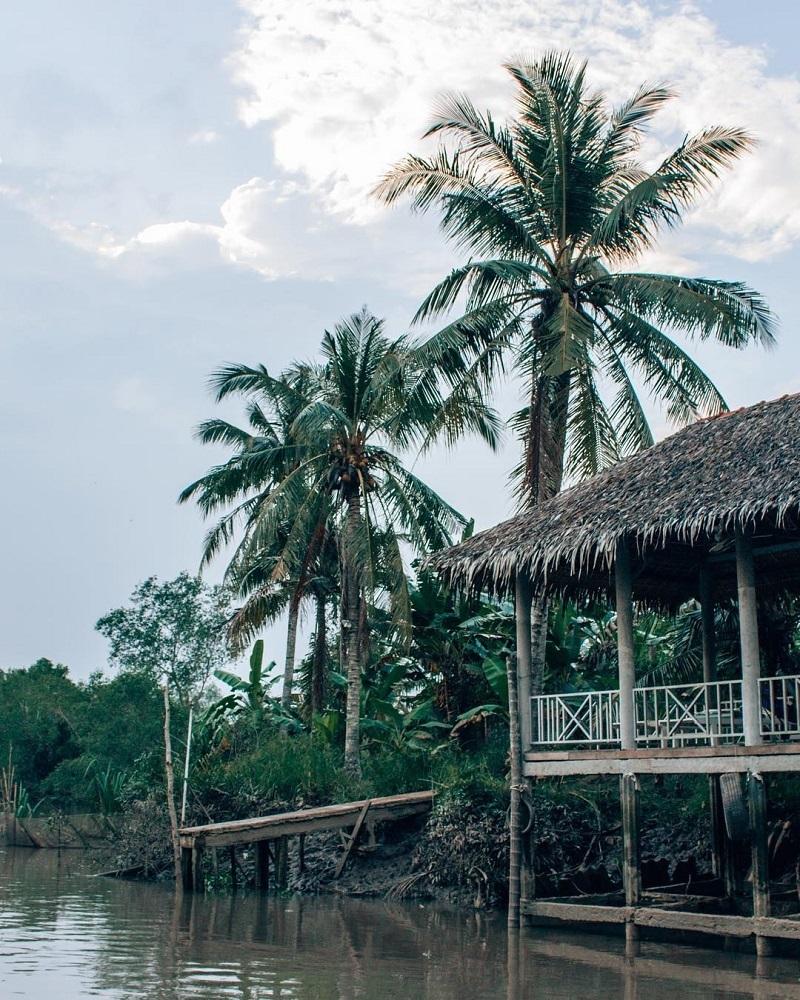 Nhà chói cạnh sông ở Cồn Quy