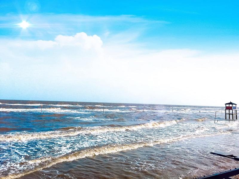 Cảnh biển xanh ngắt trong lành ở Cồn Bửng