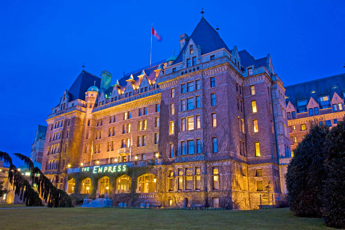 Bên ngoài một khách sạn cổ kính ở Canada