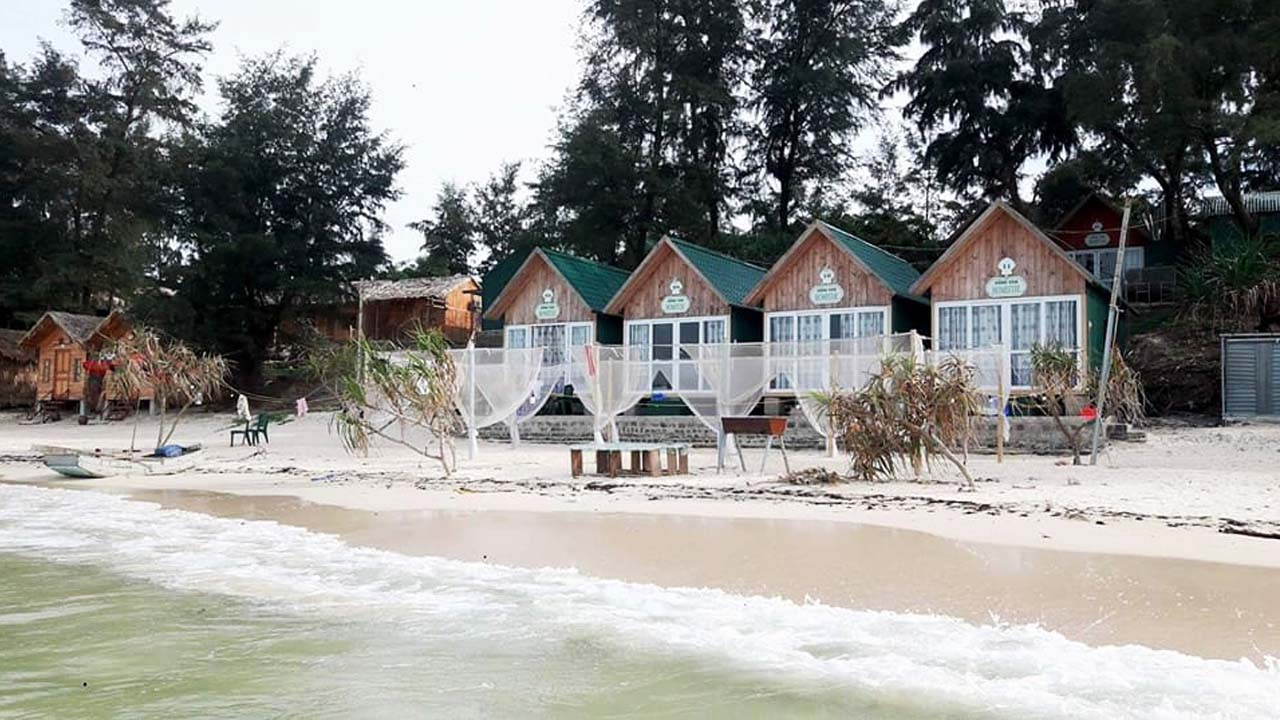 Dãy nhà homestay cạnh biển độc đáo ở Vàn Chải