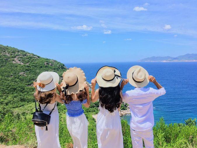 Cô Tô là một quần đảo ở Quảng Ninh có tới 50 đảo lớn bé được bao bọc bởi biển xanh mát trải dài với tổng diện tích 46,2km2.