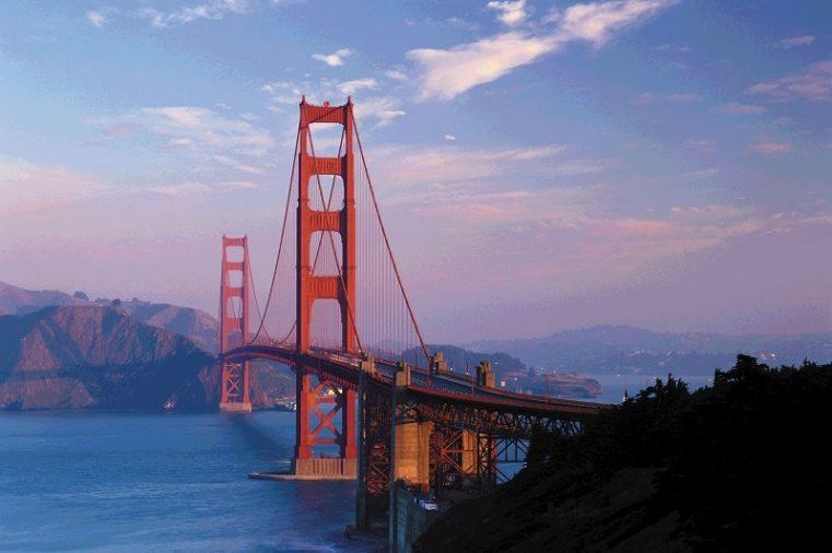 Một trong những địa điểm du lịch bờ tây nước Mỹ đó chính là San Francisco. Thành phố duyên dáng và đẹp như tranh vẽ này là điểm đến lý tưởng cho các cặp đôi, gia đình và cả những người còn độc thân.