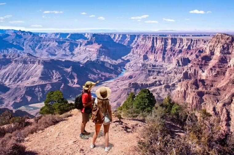 Hẻm núi Grand Canyon là một địa điểm không thể bỏ qua trong tour du lịch đi Mỹ. Bạn sẽ được phóng tầm mắt ra những hẻm núi lớn với đường chân trời vô tận.