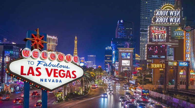 Con đường nhộn nhịp, đầy màu sắc ở Las Vegas