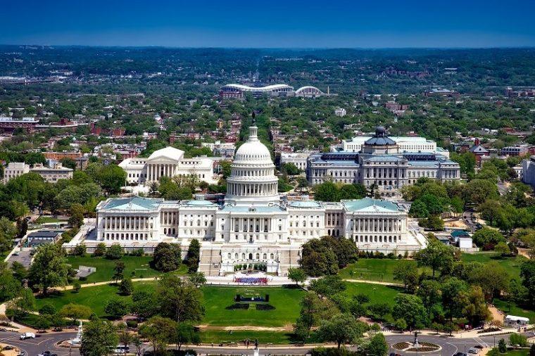 Washington, D.C là thủ đô của Hoa Kỳ, nơi có những di tích quốc gia và chính trị nổi tiếng nhất. Bạn có thể tham quan Nhà Trắng, Điện Capitol Hoa Kỳ, bảo tàng Smithsonian.