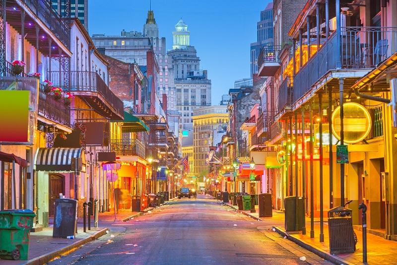 Một con đường lên đèn rực rỡ ở New Orleans