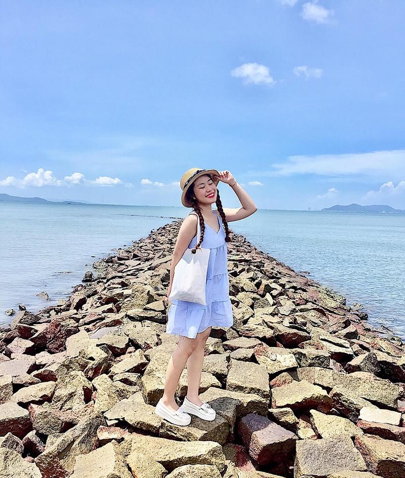Đoạn đường bờ biển nhiều sỏi đá tại đảo Thạnh An Cần Giờ