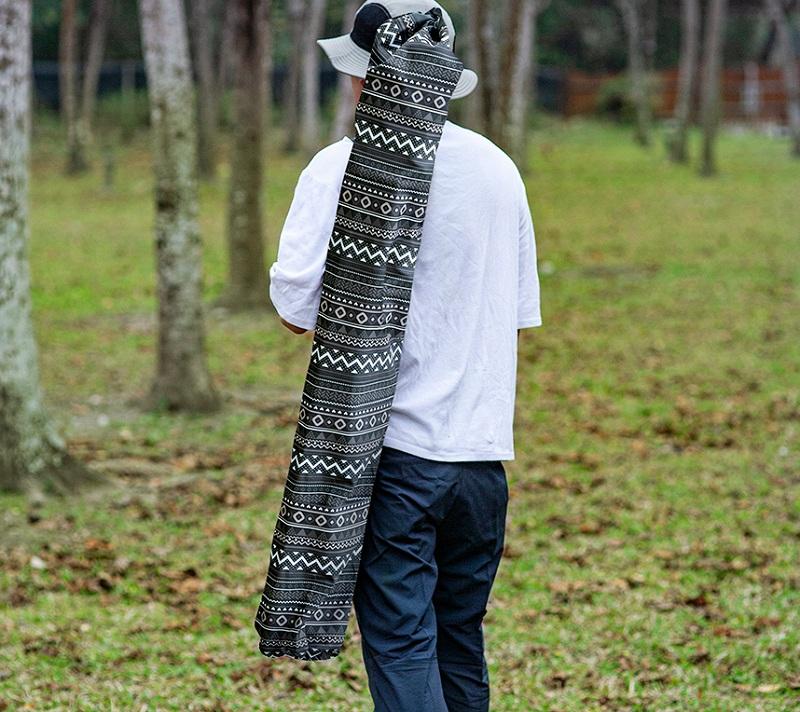 Ghế dựa xếp Kazmi K3T3C025BK có túi đựng đi kèm để giúp người dùng thuận tiện mang theo khi đi xa