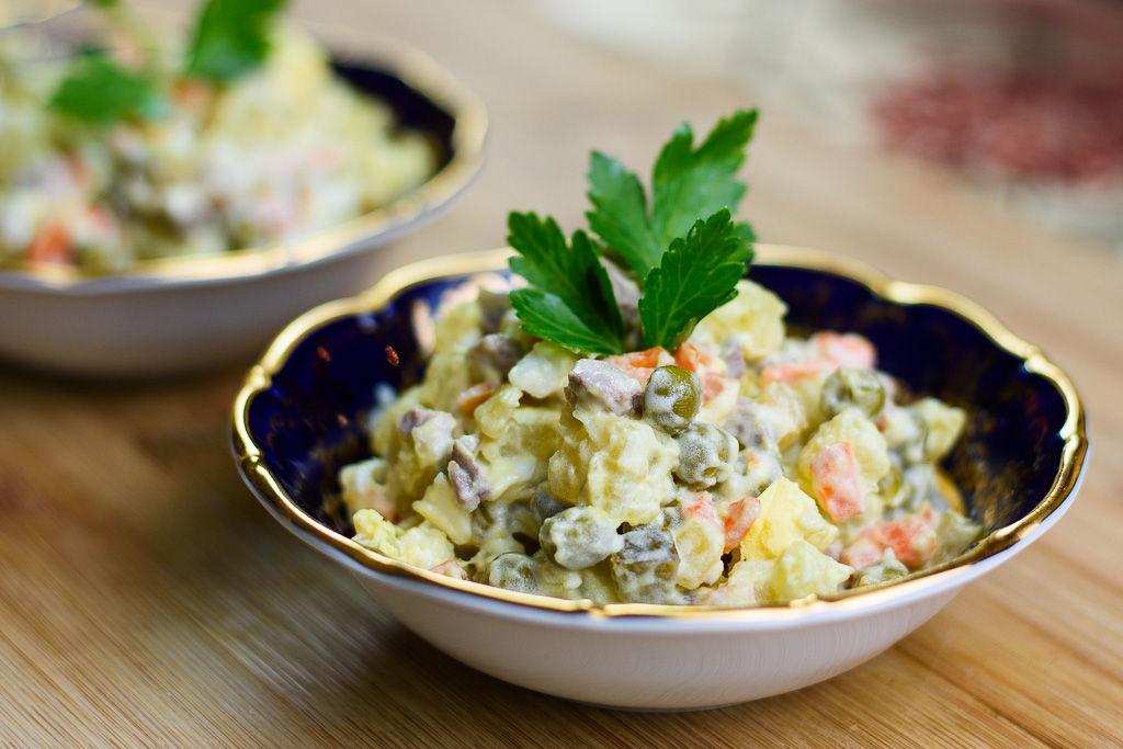 Salad là một món ăn vừa dễ làm mà khi ăn lại rất ngon miệng