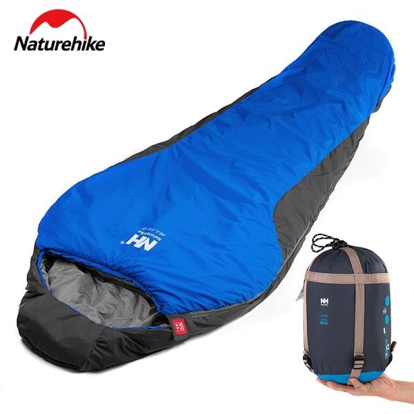 Chiếc sleeping bag dễ dàng gấp gọn mang theo