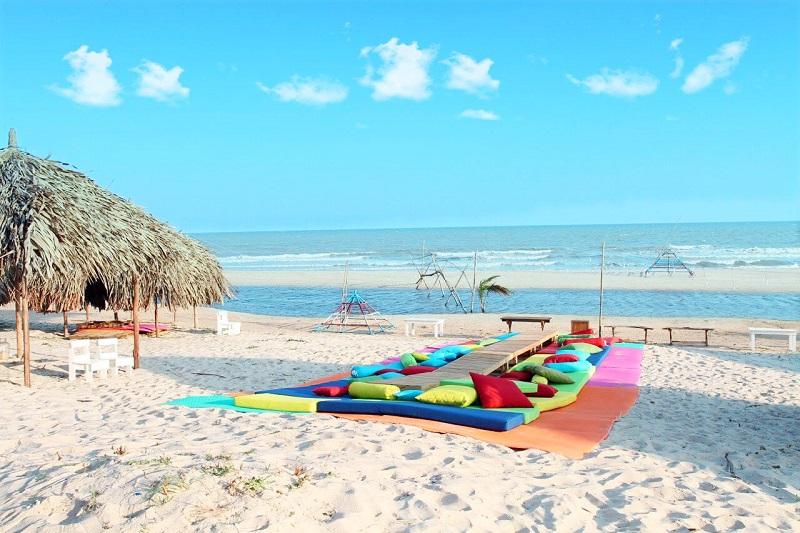 Bãi cát trải dài cạnh biển Suối Ồ Vũng Tàu