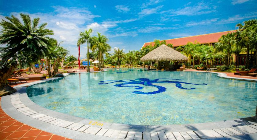 Bể bơi trong vắt ở Asean Resort