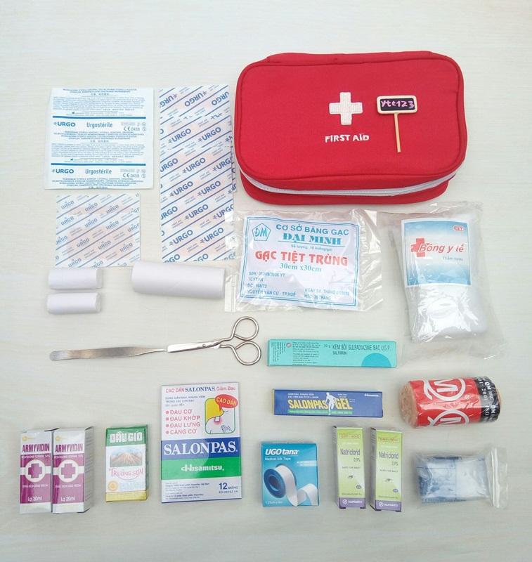 Bộ dụng cụ y tế