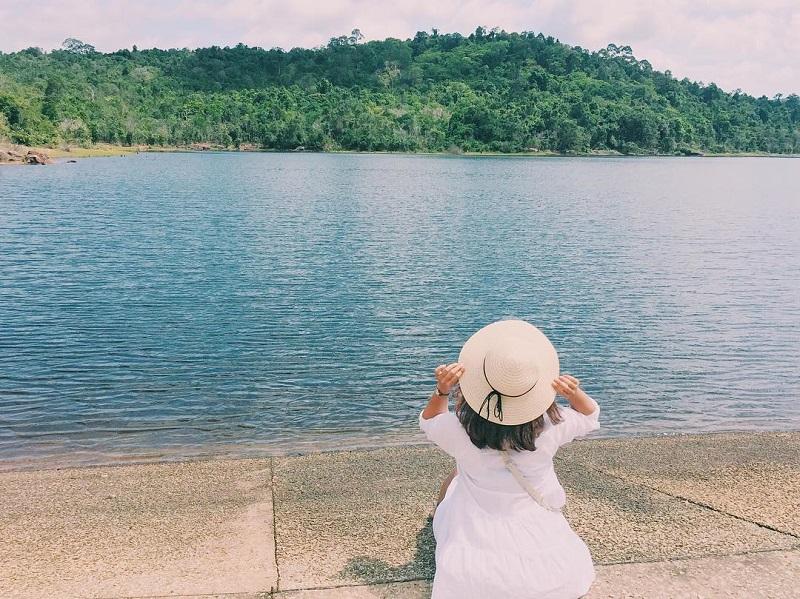 Đi chơi đâu ở Phú Quốc yên bình, dễ chịu? chỉ có thể là hồ Dương Đông