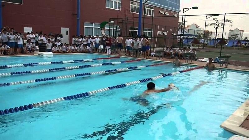 Các em nhỏ được học bơi tại hồ bơi V-Star quận 7