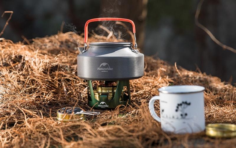 Sử dụng bếp cồn mini Naturehike NH18L001-T trong các chuyến đi du lịch dã ngoại sẽ rất phù hợp
