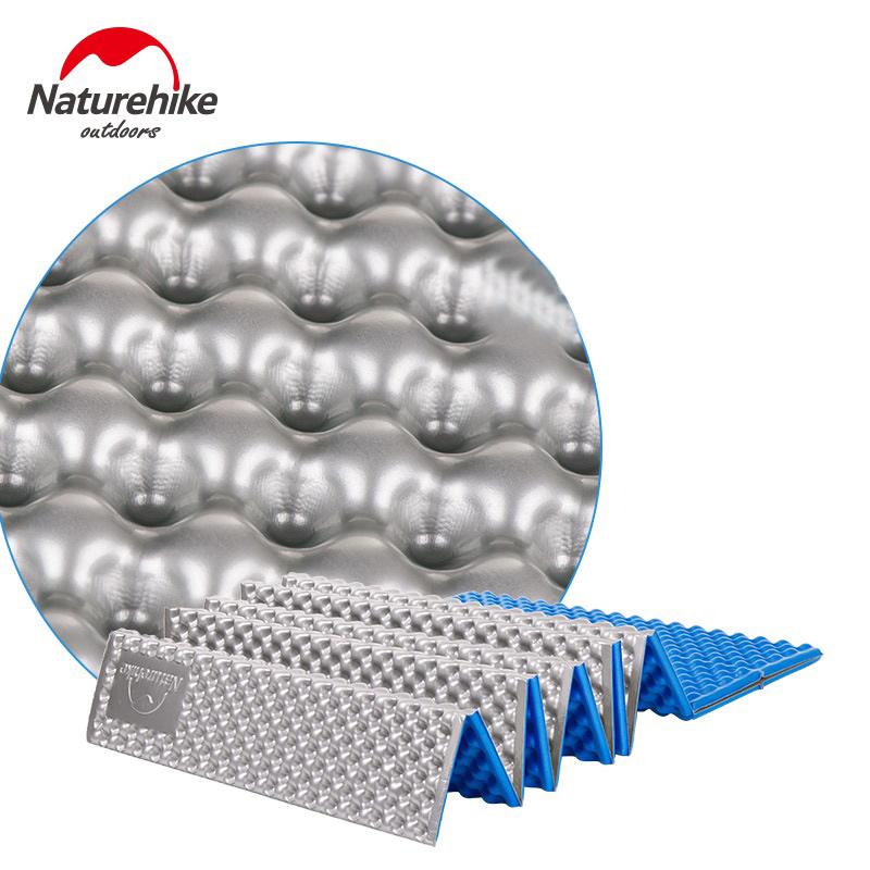 Cấu trúc bề mặt như khay đựng trứng hỗ trợ lưu thông khí