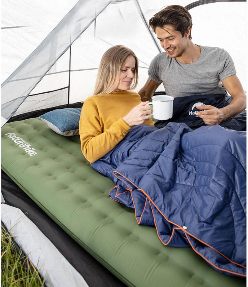 Có thể trải đệm hơi trong lều cắm trại để nghỉ ngơi