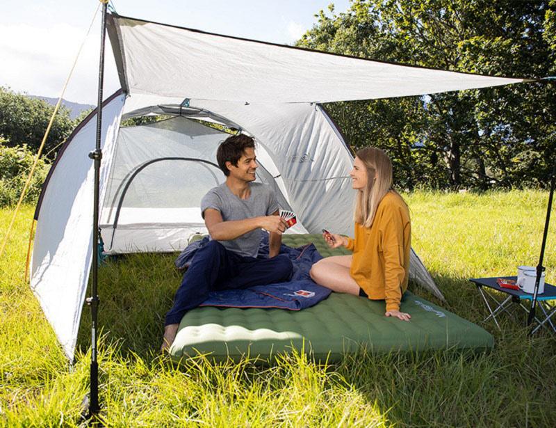 Tạo không gian rộng rãi giúp bạn và người thân trò chuyện, thư giãn khi cắm trại ngoài trời