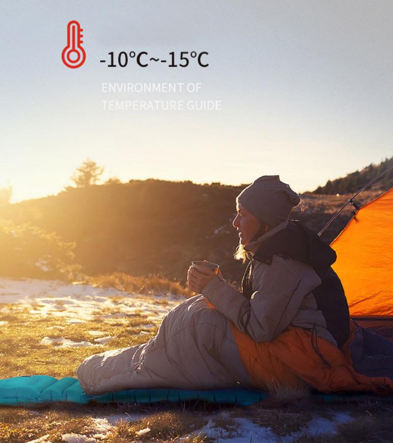 Người phụ nữ ngồi uống trà nóng trên đệm hơi màu xanh ngắm bình minh vào mùa đông lạnh