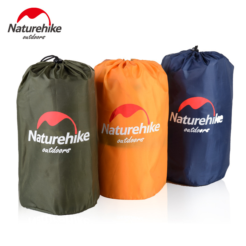 Đệm hơi khi gấp gọn rất nhỏ gọn trong túi đựng hỉnh trụ, có 3 màu: xanh than, cam, xanh rêu