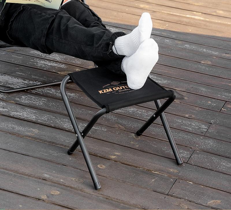 Thiết kế ghế đẩu xếp Kazmi K21T1C03 có thể dùng làm tựa chân khi ngồi nghỉ ngơi