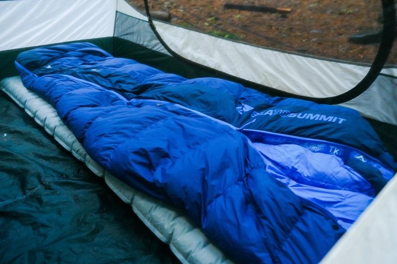 Túi ngủ du lịch Sea to Summit Trek TkII STMTK21 với chất liệu lông vũ cao cấp, giữ nhiệt tốt