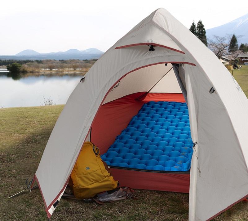 Có thể trải đệm ở trong lều du lịch