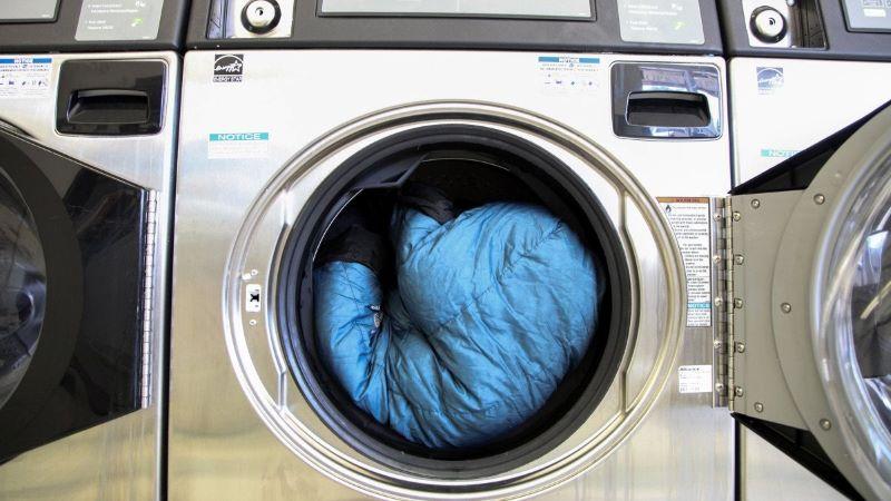 Vệ sinh túi ngủ lông vũ bằng máy giặt