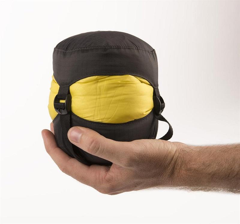 Khả năng gấp gọn tiện dụng của túi ngủ Sea to Summit Spark SpI STMSPL02