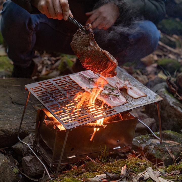 Vỉ nướng có chân Naturehike NH20SK015 rất thích hợp để nướng đồ ăn ngoài trời