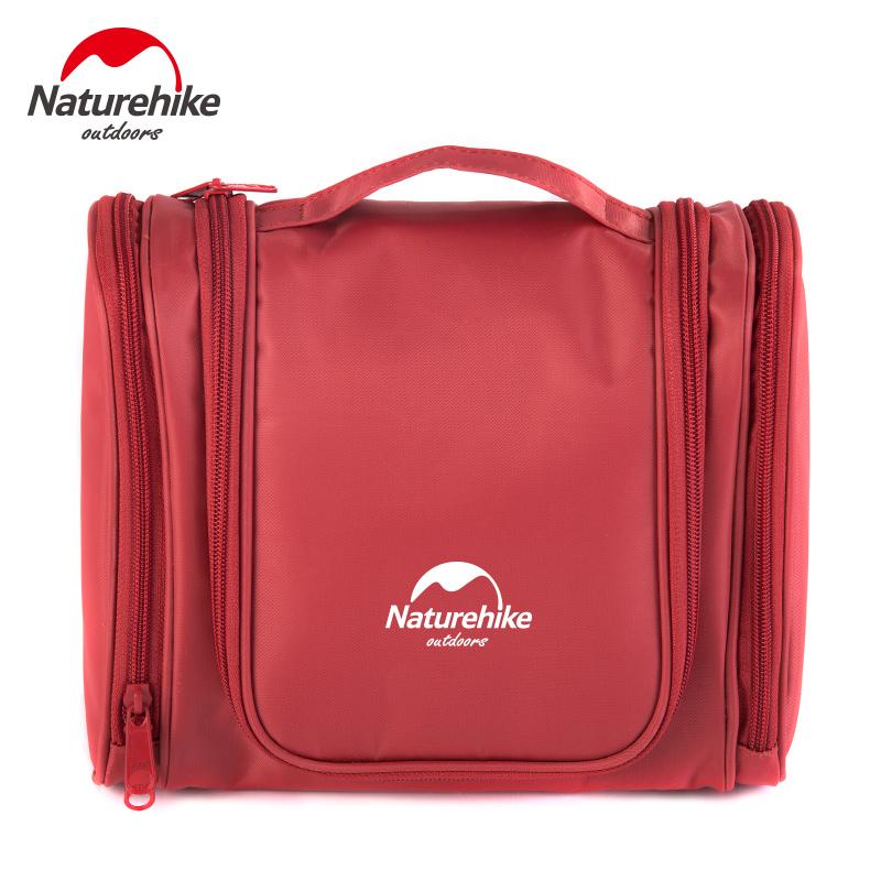 Túi đựng đồ trang điểm cá nhân màu hồng đậm.