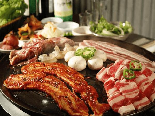 Thịt nướng BBQ là một món ăn picnic được nhiều người yêu thích